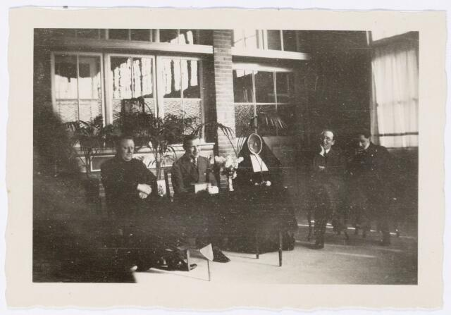 051636 - Middelbaar onderwijs. Leraren van het R.K. Theresialyceum.