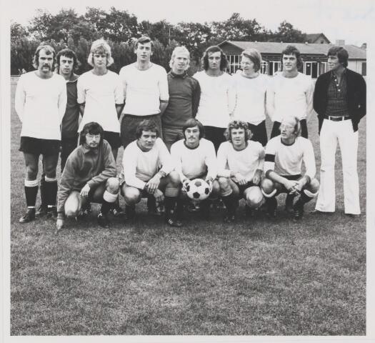 082106 - Voetbal. het 1e Elftal van Voetbalvereniging RAC uit Rijen