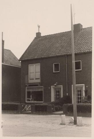 025756 - Pand Moleneind 171, eind mei 1966. Thans is dit de Leharstraat
