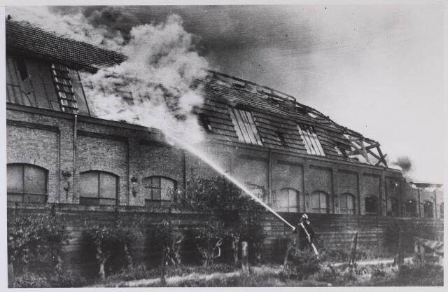 024859 - Brand bij de firma Gebroeders van Beurden aan de Kuiperstraat op 25 april 1933