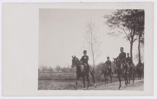 053552 - Intocht van tweede regiment Huzaren