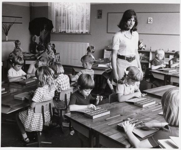 101451 - Onderwijs. Hertig Janschool, eerste schooldag.