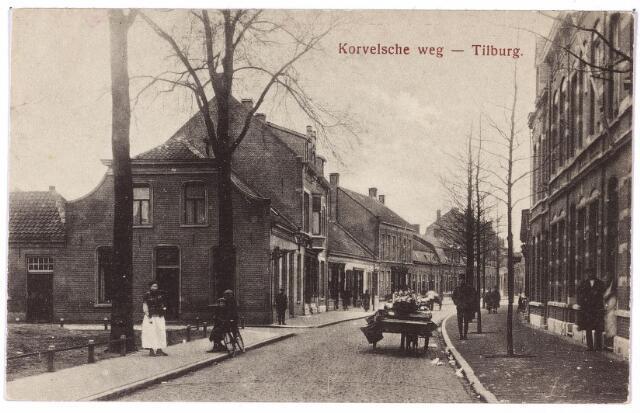 000008 - St. Annaplein, voorheen Haringseind, met rechts een groentekar.