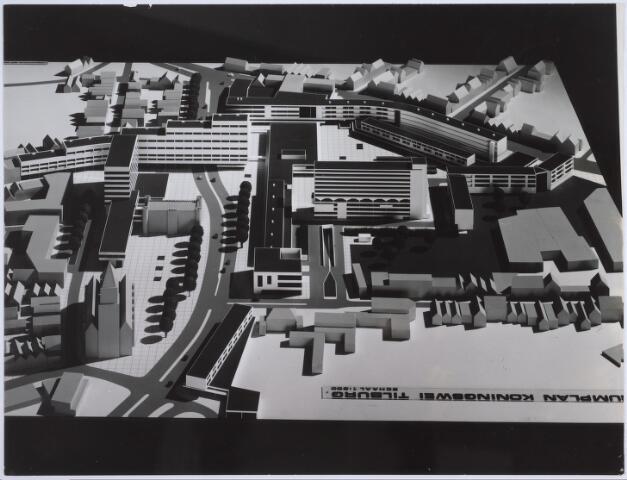 026266 - Maquette van het hernieuwde Koningsplein. Een ontwerp van Jaap Bakema.