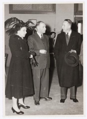 039118 - Volt. Zuid. Jubileum. Het 40-jarig Volt jubileum in 1949.In het midden Ir. Vroom, bedrijfsingenieur van Volt, in gesprek met burgemeester van Voorst tot Voorst en zijn echtgenote.Nieuwe Goirleseweg werd toen Voltstraat.