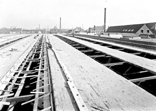 650462 - Schmidlin. Aannemer Smulders bouwt de nieuwe fabriek van de firma Thomas de Beer, fabrikant van wollen stoffen, gelegen aan het Wilhelminapark en de Kuiperstraat