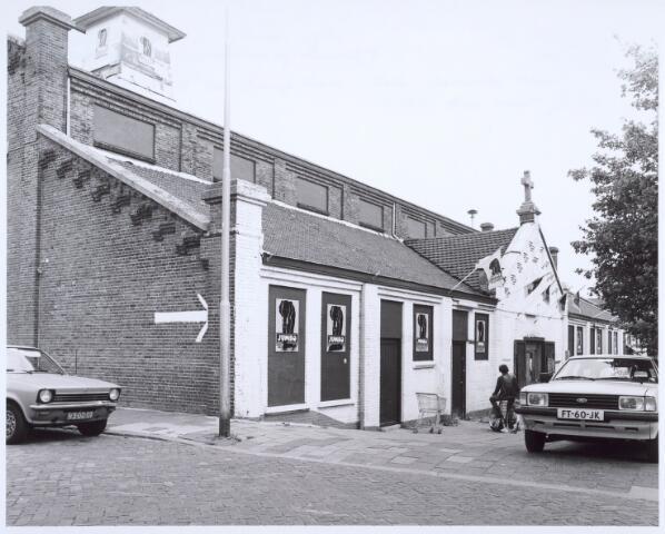020624 - Ingang van supermarkt Jumbo aan de Havendijk. In dit voormalig fabriekspand was eerst een noodkerk en later een grossierderij gehuisvest