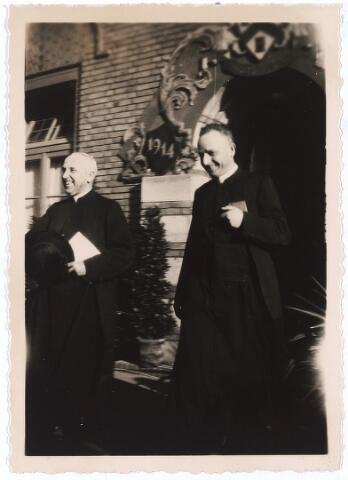 005304 - Zilveren priesterfeest in 1939 van Wilhelmus Petrus Adrianus Maria Mutsaerts, geboren Tilburg 18 juni 1889, overleden 's-Hertogenbosch 16 augustus 1964, begraven aldaar 20 augustus 1964 in de Theresiakerk Tilburg.