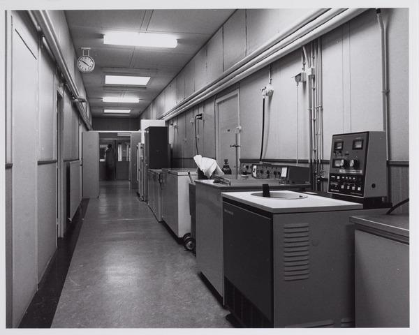 041748 - Elisabethziekenhuis. Gezondheidszorg. Ziekenhuizen. Interieur van het bacteriologisch laboratorium van het St. Elisabethziekenhuis