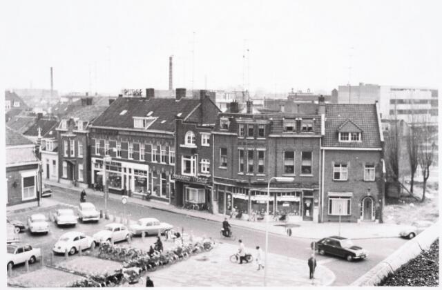 032381 - Overzicht van de voormalige Emmastraat en de voormalige Prins Hendrikstraat thans alles gesloopt en deel uitmakende van het parkeerterrein aan het Stadhuisplein