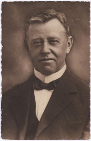 005578 - Bartholomeus Ruigvoorn (1869-1932) geboren te Spaarndam (NH) 20 december 1869, overleden te Tilburg 28 juli 1896, gehuwd met Agnes Martina Landgren, geboren te Spaarndam 24 december 1870. (bevolkingsregister 1910-1920 26/128) Het echtpaar woonde Korvelseweg 157.