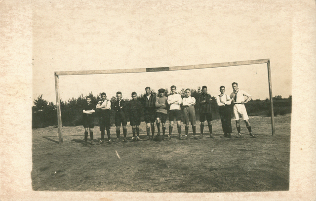 655515 - St. Joseph Missiehuis. Het elftal van de IV klas tijdens het 1e trimester van 1924-1925