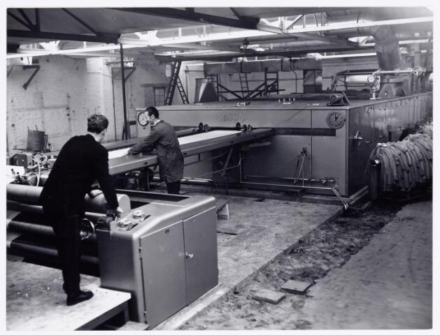 037851 - Textiel. Interieur van ververij/wasserij de Regenboog aan de Bredaseweg