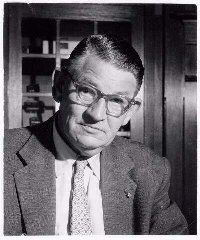 039295 - Volt.Zuid. Directie, Management. Ir. J. Kipperman, geboren 16 oktober 1897. Komt in 1929 in dienst als bedrijfsingenieur van Volt. Is waarnemend directeur van 1933 tot 1935 en directeur van 1935 tot 31 december 1959. In februari 1968 is de heer Kipperman overleden.