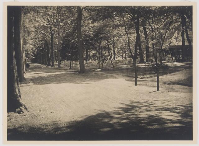 """077555 - Restaurant """"Groot Speyk"""" (1910). De van Tienhovenlaan vanuit noordelijke richting."""