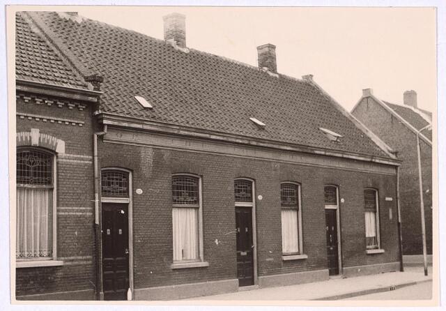 025099 - Panden Lange Nieuwstraat 138, 140 en 142 (van links naar rechts) medio 1962