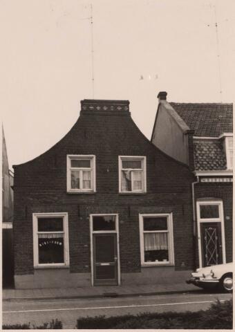 023405 - Pand Julianapark 58 begin september 1967. Hier woonde schoenmaker Louer, die achter het huis een fabriekje had waar hij kinderschoenen vervaardigde