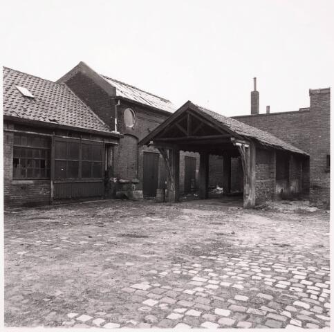 033622 - Textielindustrie. Gedeelte van het bedrijf van Jurgens Textiel aan de Tuinstraat 47a - 49. Op 8 januari 1976 werd het bedrijf verplaatst naar Berkel-Enschot aan de Gen Eisenhowerlaan.