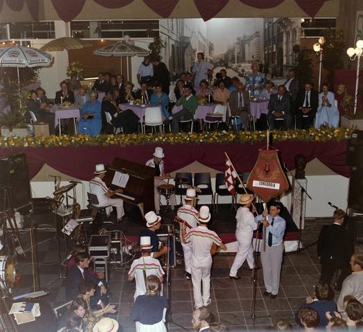 1237_011_820_012 - Ondernemers. KVK. Feest van de Kamer van Koophandel te Tilburg in september 1987.