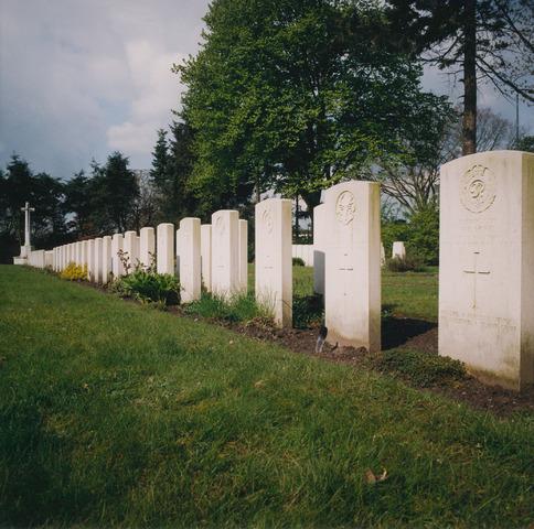 064346 - Begraafplaats Vredehof aan de Gilzerbaan. Oorlogsgraven