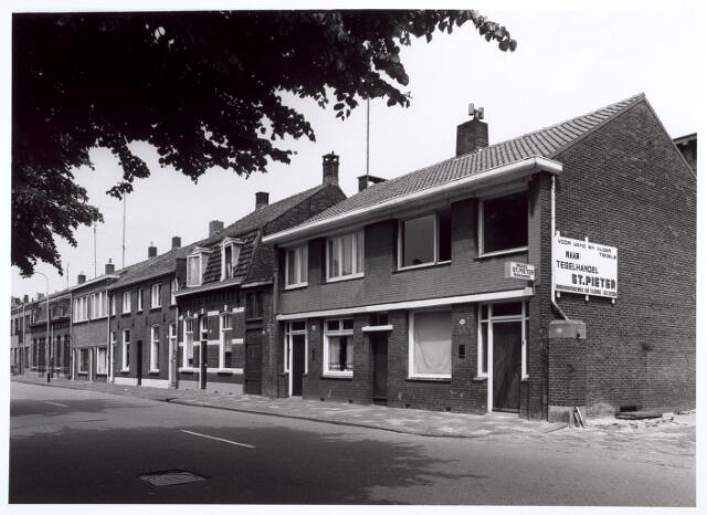 016650 - Panden Broekhovenseweg 100 tot en met 128 (van links naar rechts)