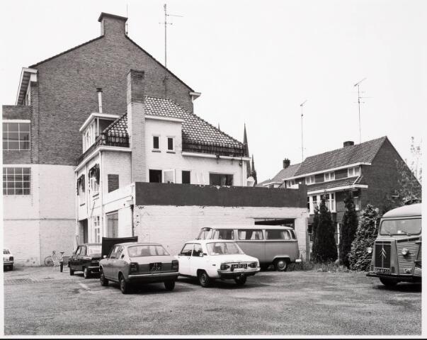 """033414 - Achterzijde """"Auto Scala"""" aan de Tivolistraat 98, voorheen garage Lepelaers."""