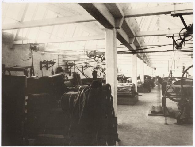 037879 - Textiel. Stopperij en nopperij van Janssens - De Horion aan de Koestraat omstreeks 1900