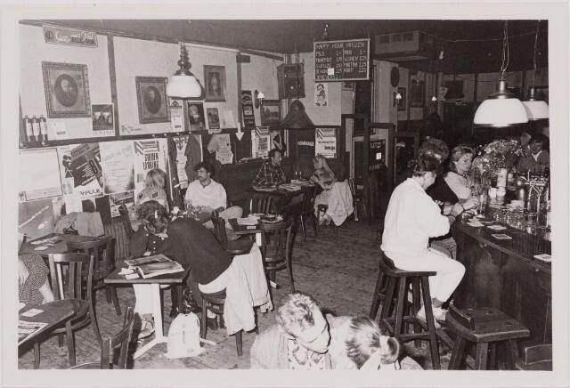 040536 - Café Polly Maggoo, Heuvel 10.
