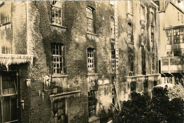 091940 - In januari 1933 werden de Coöp. Meelfabrieken van A.C. van Loon & Zn. en de Tilburgse Kamgarencentrale aan de Spoorlaan door een enorme brand in de as gelegd.