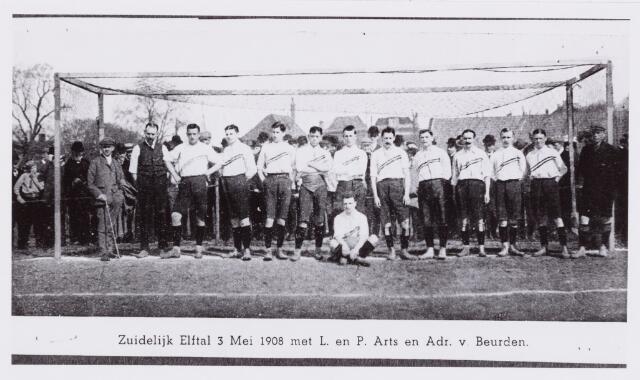 054016 - Sport.Voetbal.Willem II. Op 3 mei 1908 speelde het Zuidelijk Elftal op het Frisia terrein te Leeuwarden tegen het Noordelijk Elftal, met als resultaat een 4 -3 nederlaag voor Zuid. In dit elftal speelden  o.a. de Willem IIers Leo en Pius Arts en Adr. van Beurden