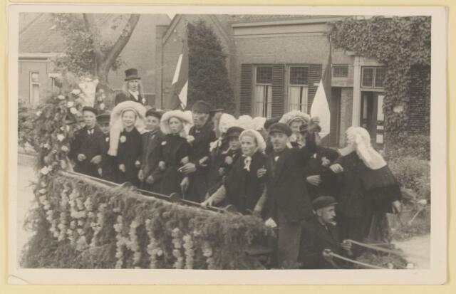"080822 - WOII; WO2; Bevrijding Udenhout 1945. De optocht. Boerenvreugde. (Kreitenmolen en Berkhoek). ""Vrijheid""."