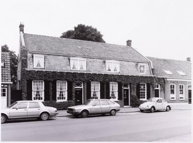033915 - Voorgevels van de panden Veldhovenring. Gebouwd als boerderij, later verbouwd tot drie weverswoningen, daarna door de fam. Beerens verbouwd (voor de oorlog) tot twee woningen