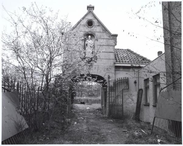 019122 - Het zogenaamde Norbertijnenpoortje, behorende bij de voormalige pastorie van de parochie Goirke en dat als enige de sloop in 1927 overleefde. Norbertijnerpoort.