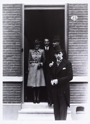 007258 - Alb.F.W.M. Kneepkens (apotheker) en Riet H.C. de Pont. Huwelijksinzegening op 2 mei 1942 te 10.00 in de kerk van het Heilig Hart Noordhoek Tilburg.