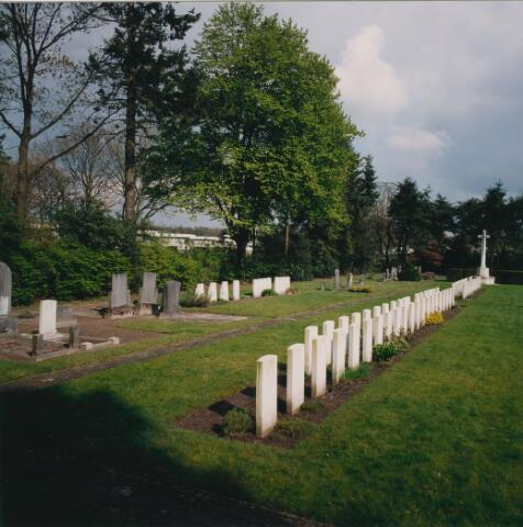 064355 - Oorlogsgraven op begraafplaats Vredehof.