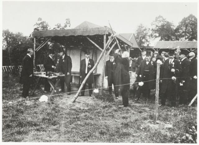 067484 - Schuttersgilden. Gilde Sint Dionysius. Koningsschieten 1924. De schutter is H. Tooten (hoofdman).