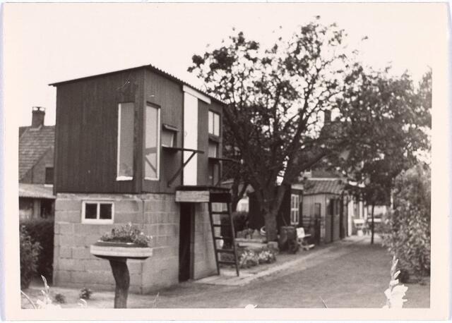 017788 - Duiventil op de plaats van een woning aan de Rielseweg (thans Dr. Hub. van Doorneweg) anno 1968
