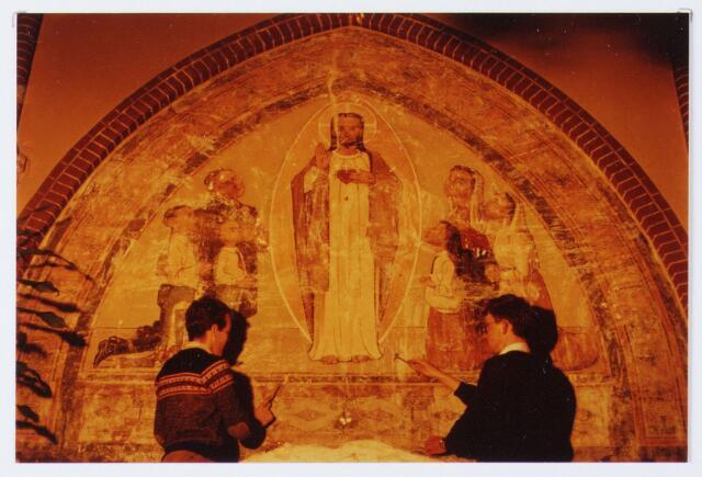 062839 - Schoonmaken van muurschilderingen in de R.K. kerk van de H. Caecilia aan de Kerkstraat 2 te Enschot
