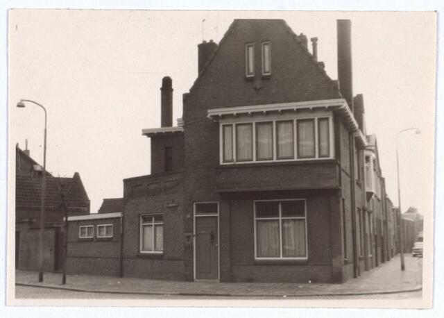 026758 - Pand Nazarethstraat 1, gelegen op de hoek met de Trouwlaan (rechts)