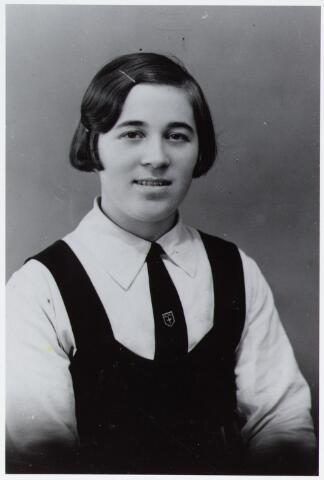 057163 - Oisterwijk. Jo van Tilburg uit Oisterwijk, Schoolstraat, in uniform K.J.V. Foto jaren dertig
