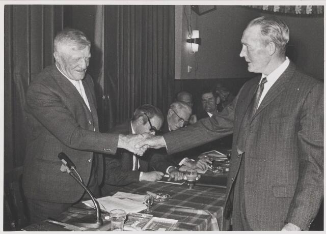 081568 - Afscheid van dhr. A.C. Voermans als voorzitter van de Boerenleenbank te Gilze