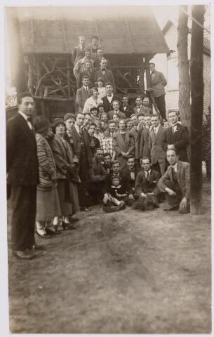 046540 - Leden van de Tilburgse vereniging Lumen et Veritas bij hotel de Golf op Nieuwkerk.