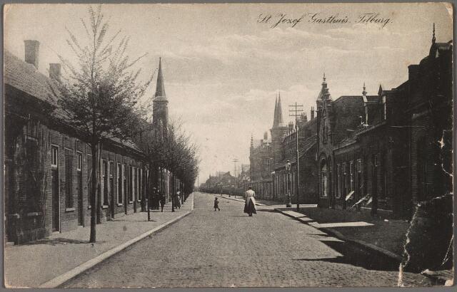 010310 - Lange Nieuwstraat in oostelijke richting. Rechts bij de electriciteitsmast de ingang van de Fraterstraat.