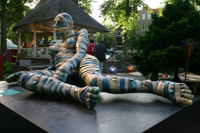 657211 - Kunst en cultuur. Oisterwijk Sculptuur. Een beelden tentoonstelling in de buitenlucht langs De Lind in het centrum van Oisterwijk.