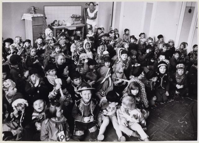 101532 - Carnaval. Het Brakkenbal tijdens de carnaval 1972 in Dorst