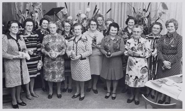 100696 - vereniging. Vrouwenbond K.V.O. in Oosteind.