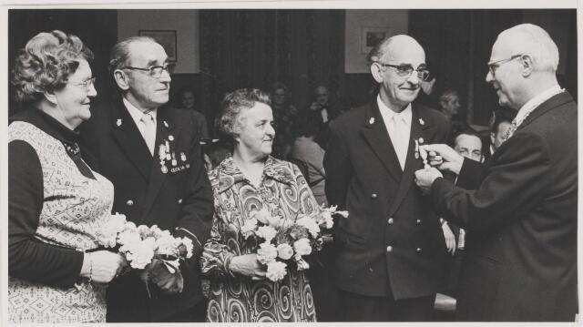082155 - Harmonie Sint Cecilia Gilze Twee jubilarissen links de heer Stadhouders en rechts de heer Coppens ontvangen een speld van wethouder de heer A.D. Noij