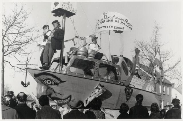 91119 - Made en Drimmelen. Carnaval 1963 in Made. De niet-geplaatste boot van Drimmelen in de carnavalsoptocht