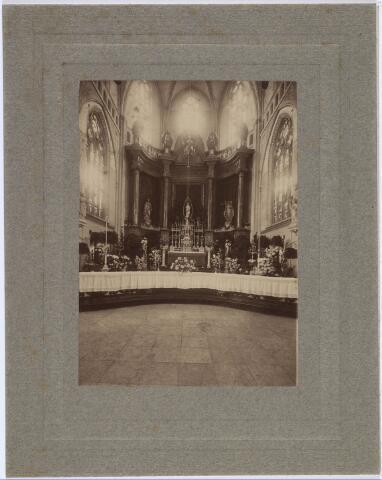 019606 - Versierd hoofdaltaar van de Goirkese kerk ter gelegenheid van plechtige sluiting van de Volksretraite in augustus 1919