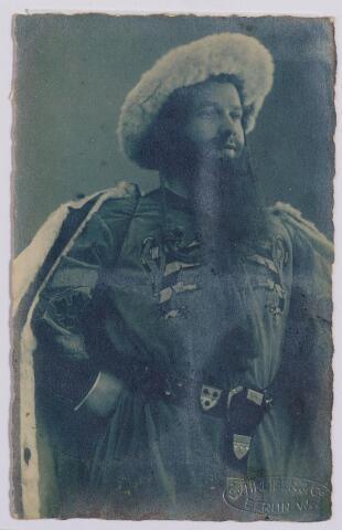 044628 - Louis van der Sande, geboren te Tilburg op 15 april 1887 te Berlijn in een van zijn operarollen.
